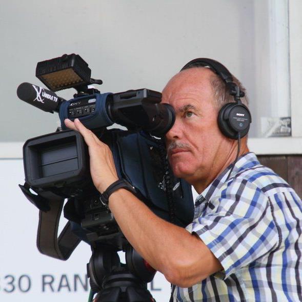 """Ländle-TV Kameramann Martin Engel ist immer am """"Puck"""" und hat alles In Bild und Ton."""