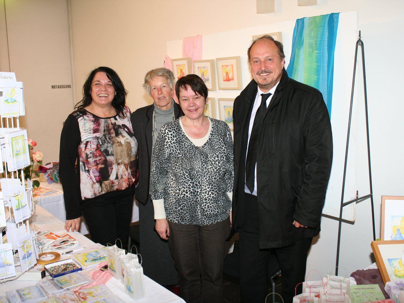 Manuela Hack, Ausstellerinnen Johanna Paterno und Mario Zürcher, Bürgermeister Karl Hehle