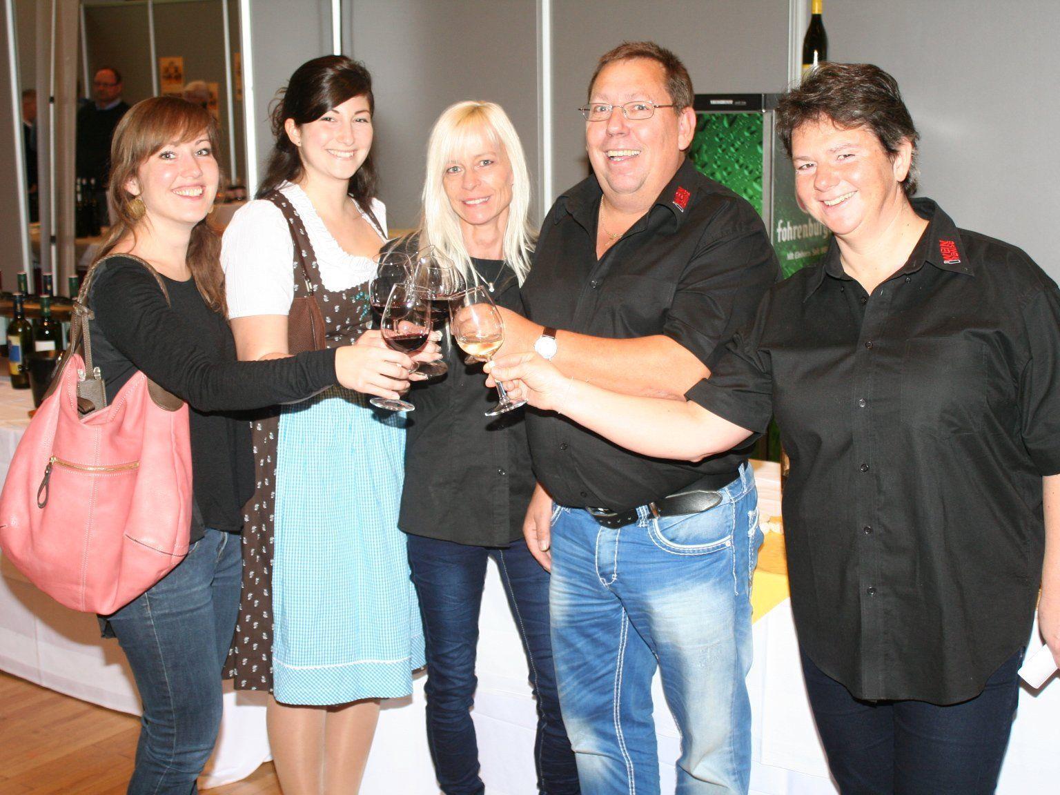 Claudia Waldhof, Weinkönigin Alexandra Kreutz, Christine und Helmut Winkler, Monika Ullmann