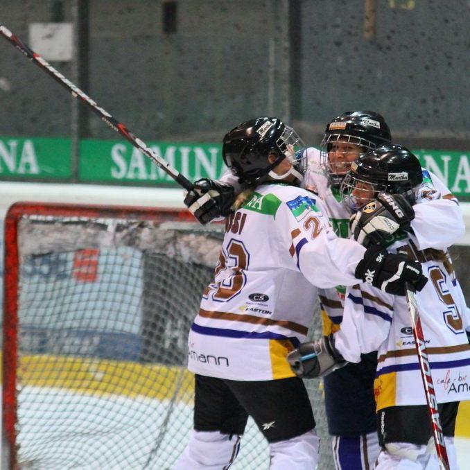 HC Samina Rankweil Frauenmannschaft trifft auf die VEU Hockey-Chicks und hofft auf viele Fans.