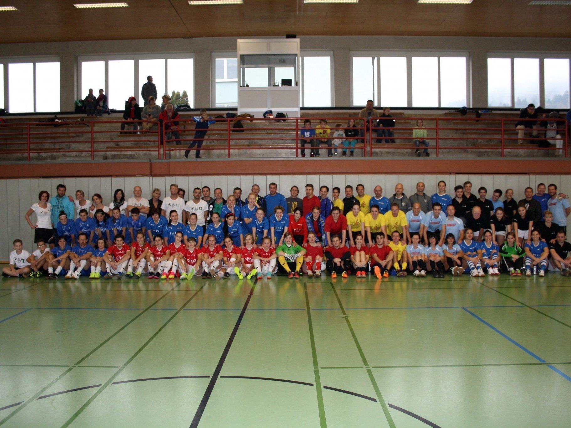 """Fußballspieler, Fans, Sponsoren und Helfer machten auch das """"Turnier des Herzens 2013"""" zu einem großartigen Erfolg."""