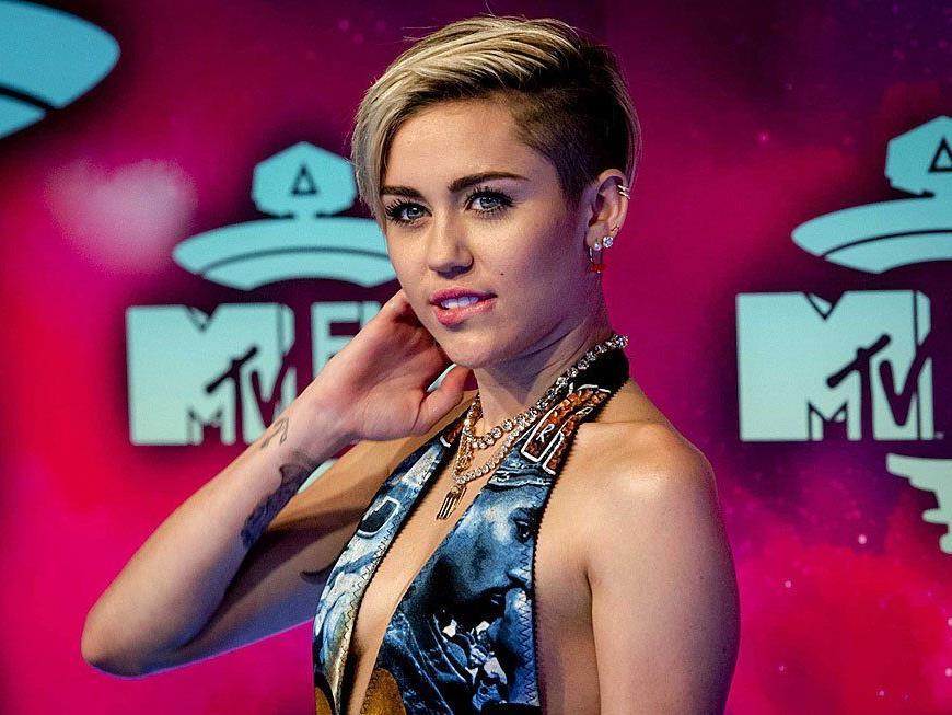 Einen denkwürdigen Auftritt legte Miley Cyrus hin.