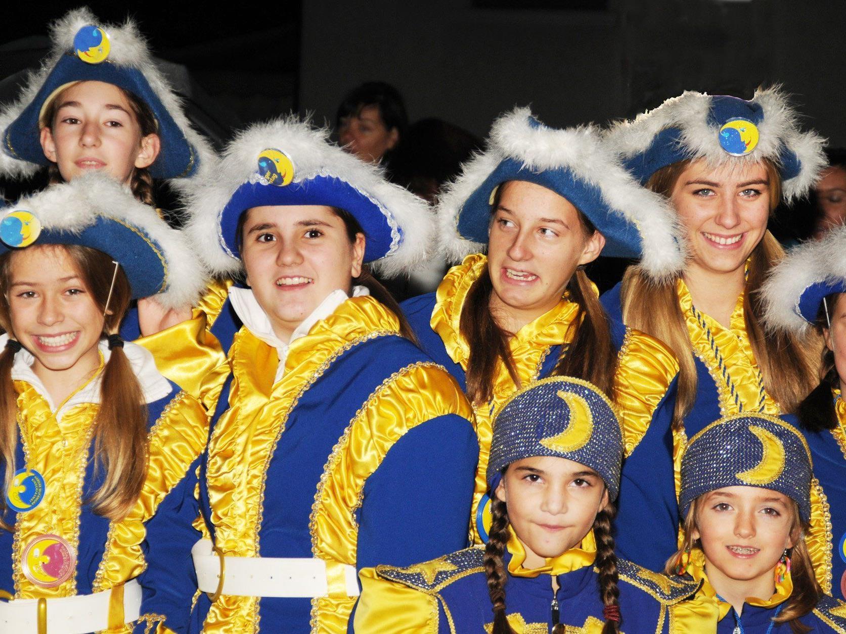 Die Teenie- und Kindergarde der Hardar Mufängar hat am 11.11. im Rathaus ihren Auftritt.