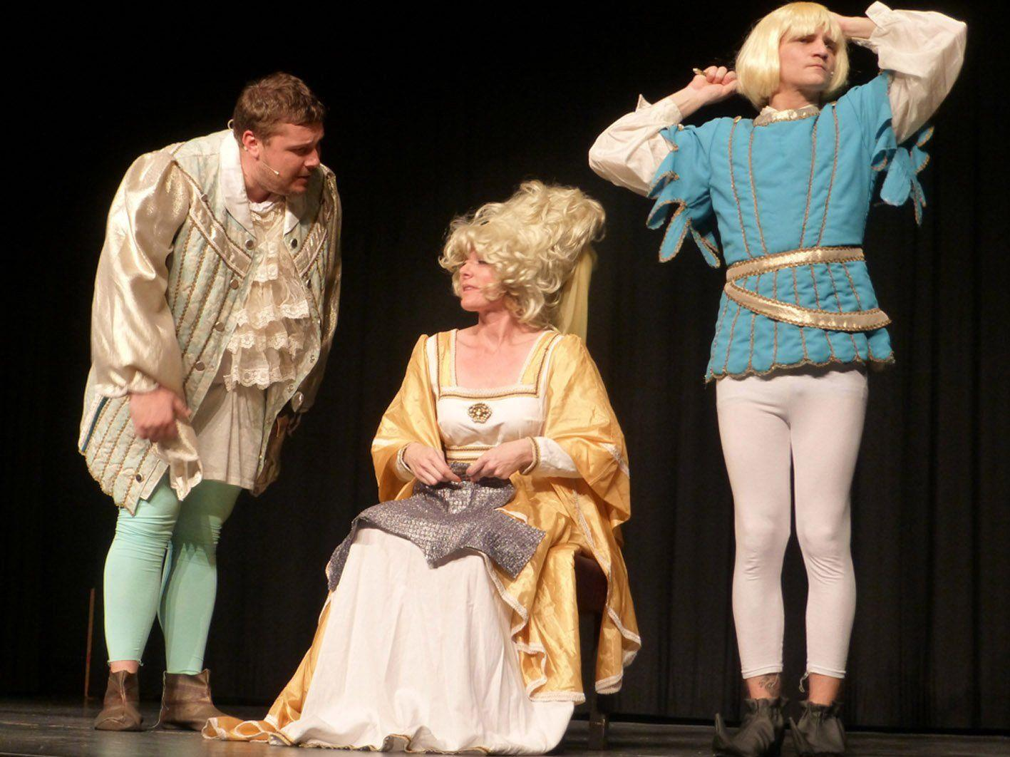 Das Volkstheater nahm die Zuschauer auf eine abenteuerliche Geschichtsreise durch unser Ländle mit.