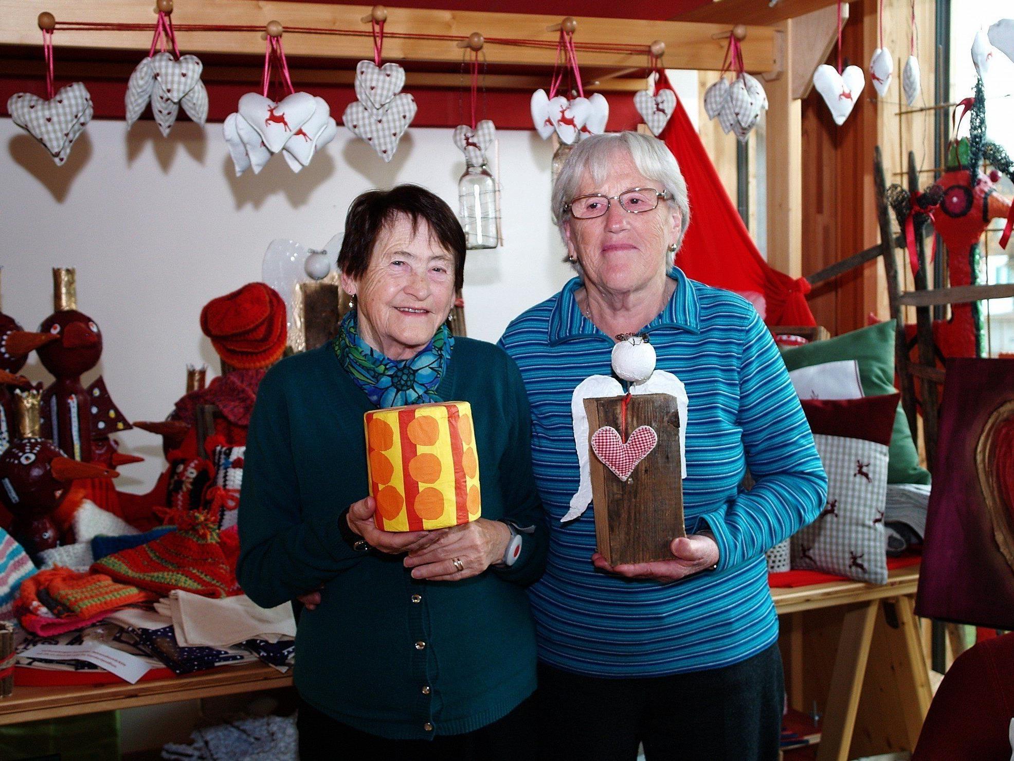 Rosina Nachbaur und Sofie Paulitsch sind auch beim Adventmärktle dabei.