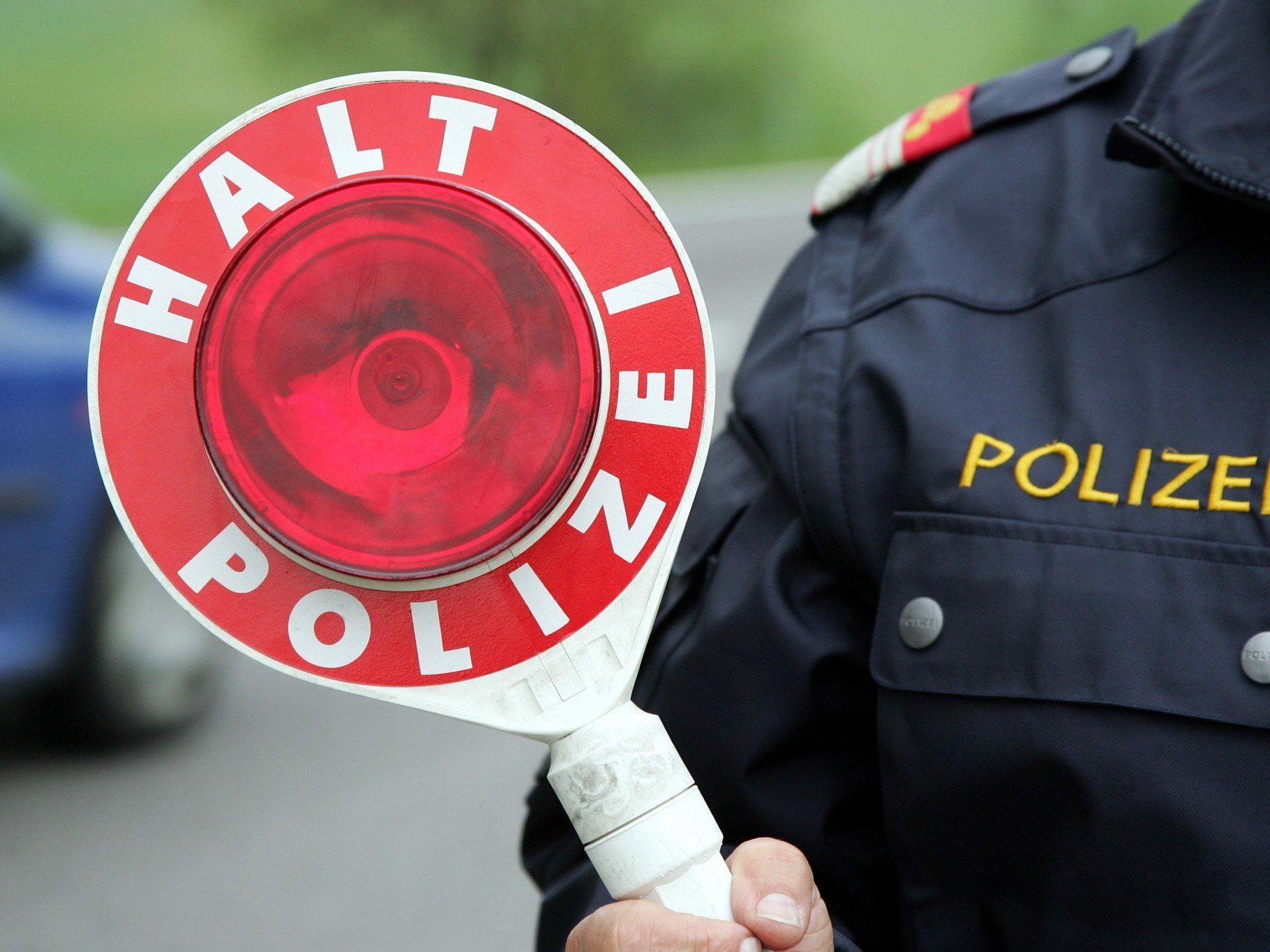 Die Polizei sucht nach einem Pkw-Lenker mit weißem Vollbart.