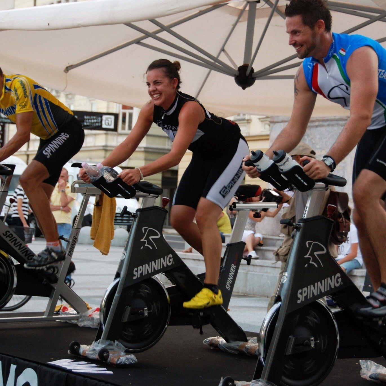 Das Eisenbraun-Racing-Team organisiert das Spinning-Event im Zimbapark mit vielen Promis.