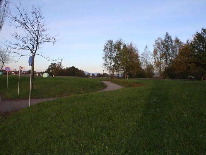 Das Becken im Bereich Mösle an der L57 soll das Mischwasser vor dem Gillbach abfangen.
