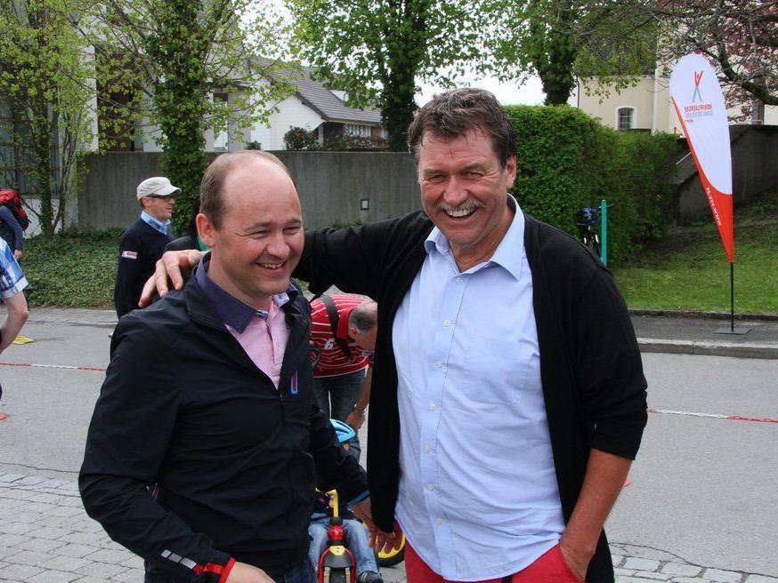 Team Vorarlberg Manager Tom Kofler mit Sponsor Armin Böhler freuen sich über den Sensationstransfer.