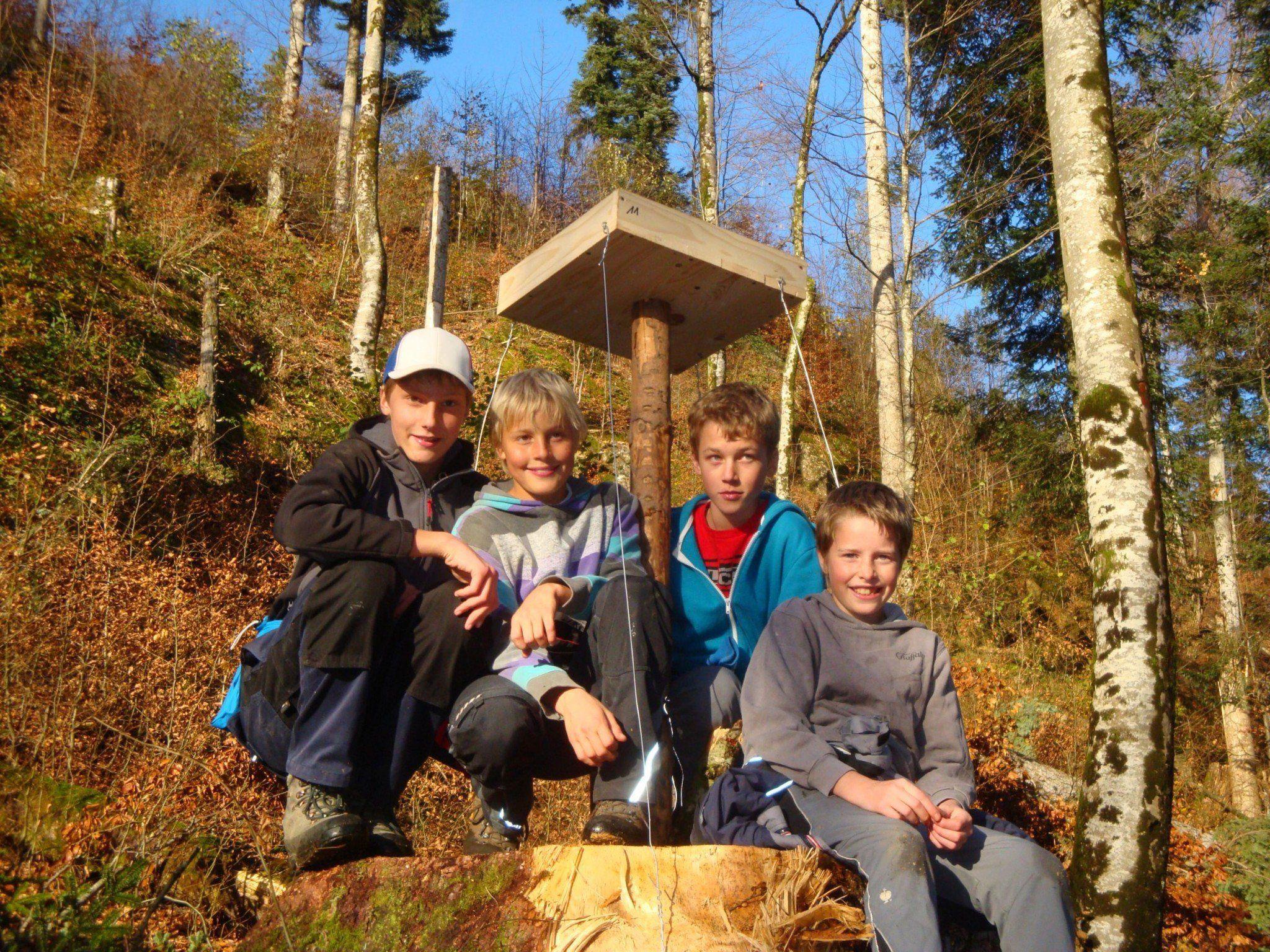Johannes, Elias, Fabian und Johannes engagieren sich für den Schutzwald.
