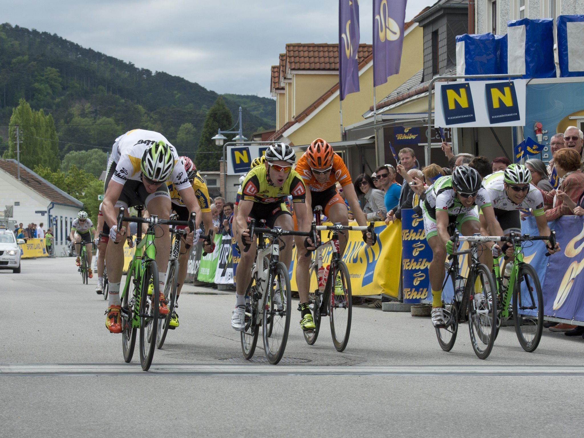 Dominik Hrinkow und Andreas Hofer bleiben eine weitere Saison im Radteam Vorarlberg.