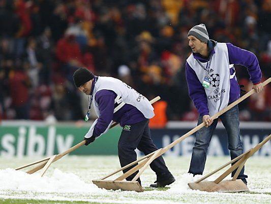 Hagel und Schnee machten ein Spiel unmöglich