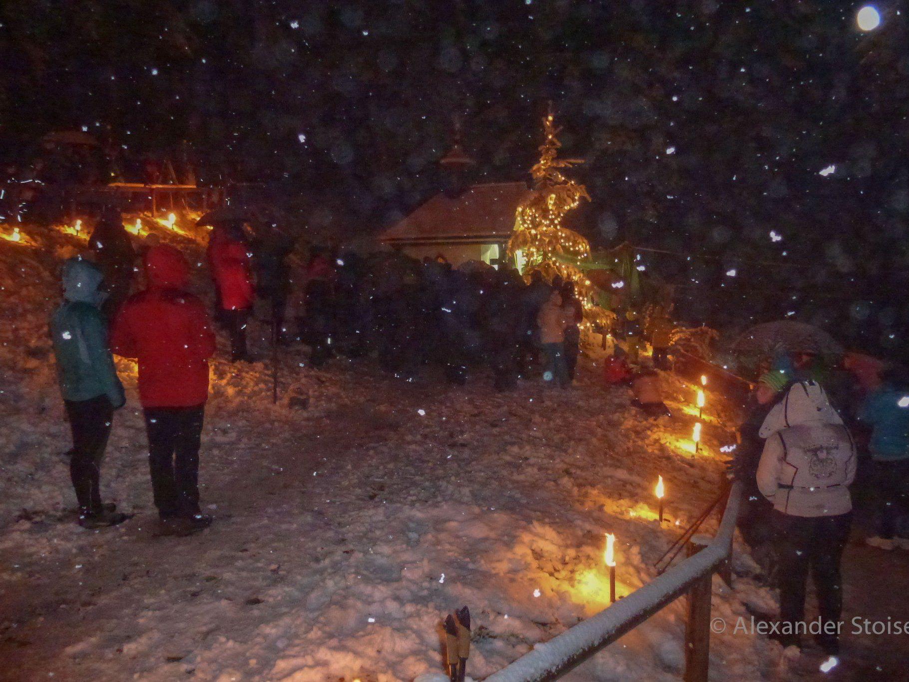 Eine stimmige Waldweihnacht fand am 26. Dezember bei der Mansaurakapelle statt.