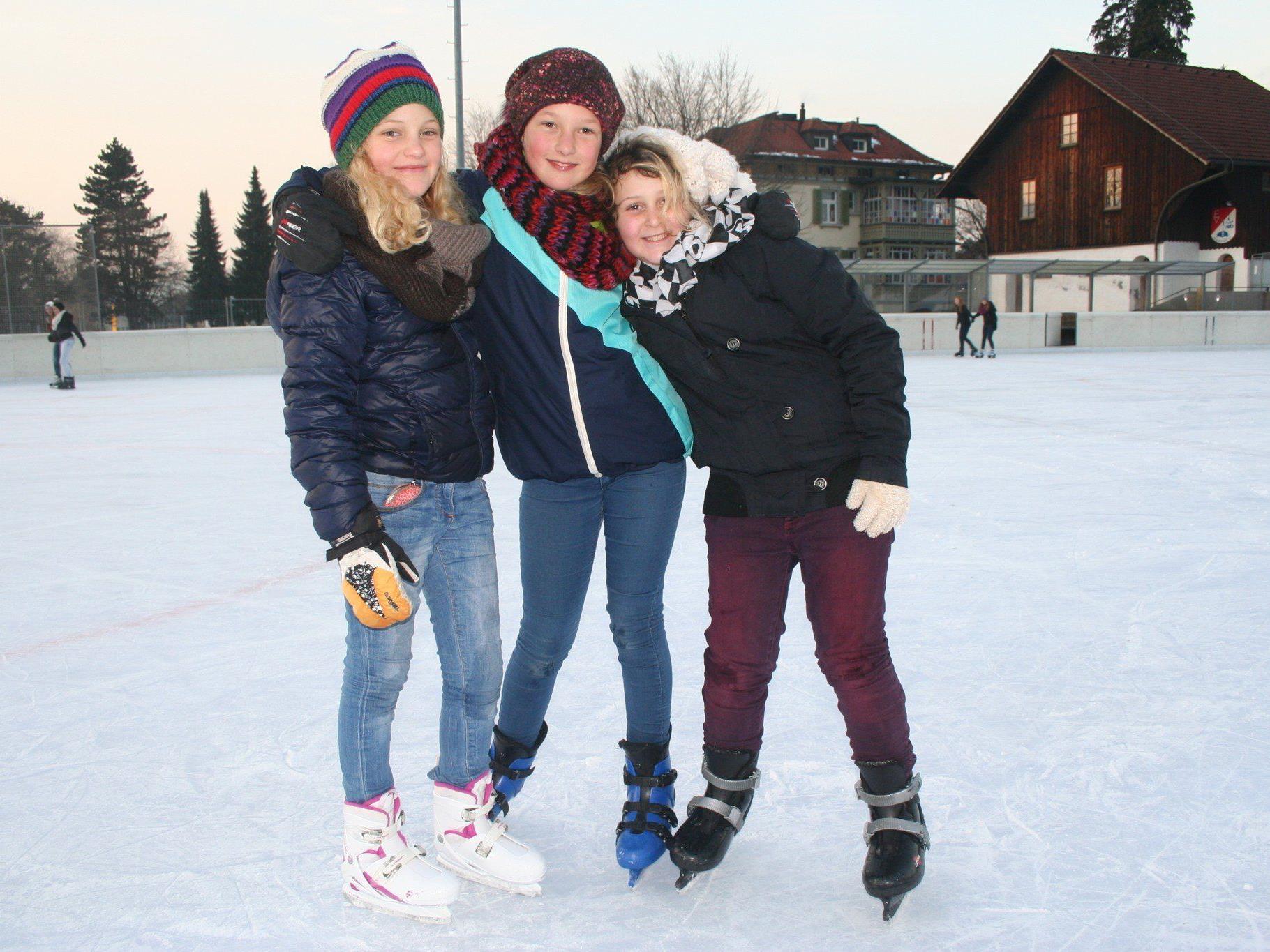 Der Spaß beim Eislaufen kommt nicht zu kurz.