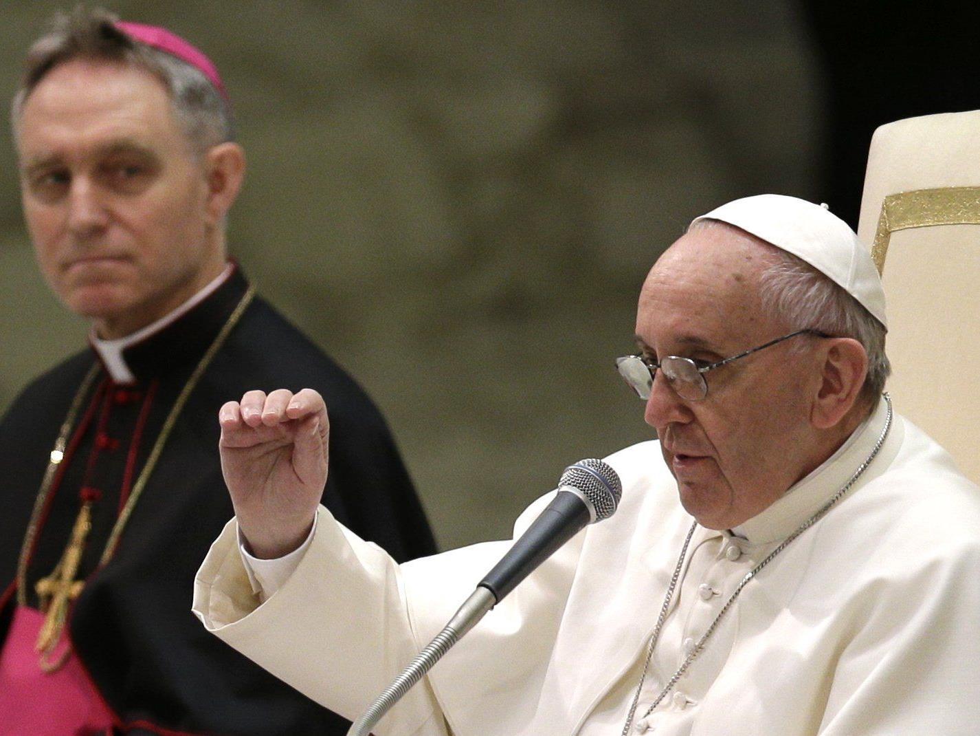 Papst-Sekretär Georg Gänswein tut sich schwer mit Amtswechsel.