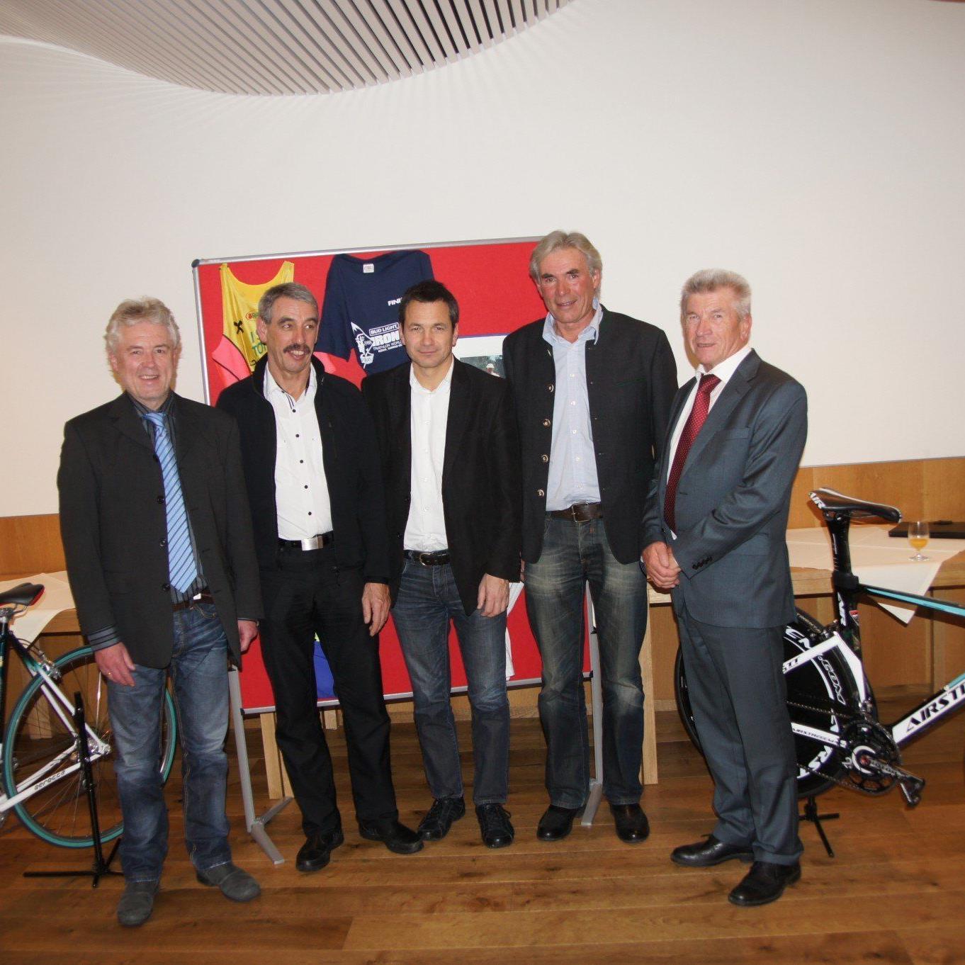 Viele Funktionäre und Sportler vom Triathlon waren bei der Jubiläumsfeier vertreten.