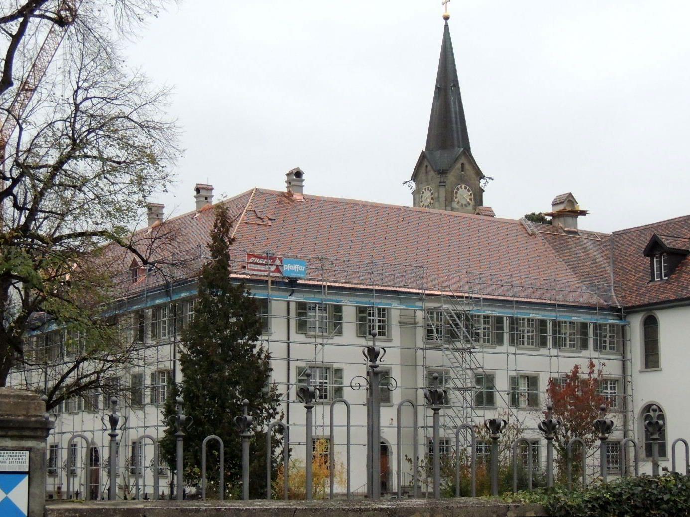 Neues Dach für Klostergebäude