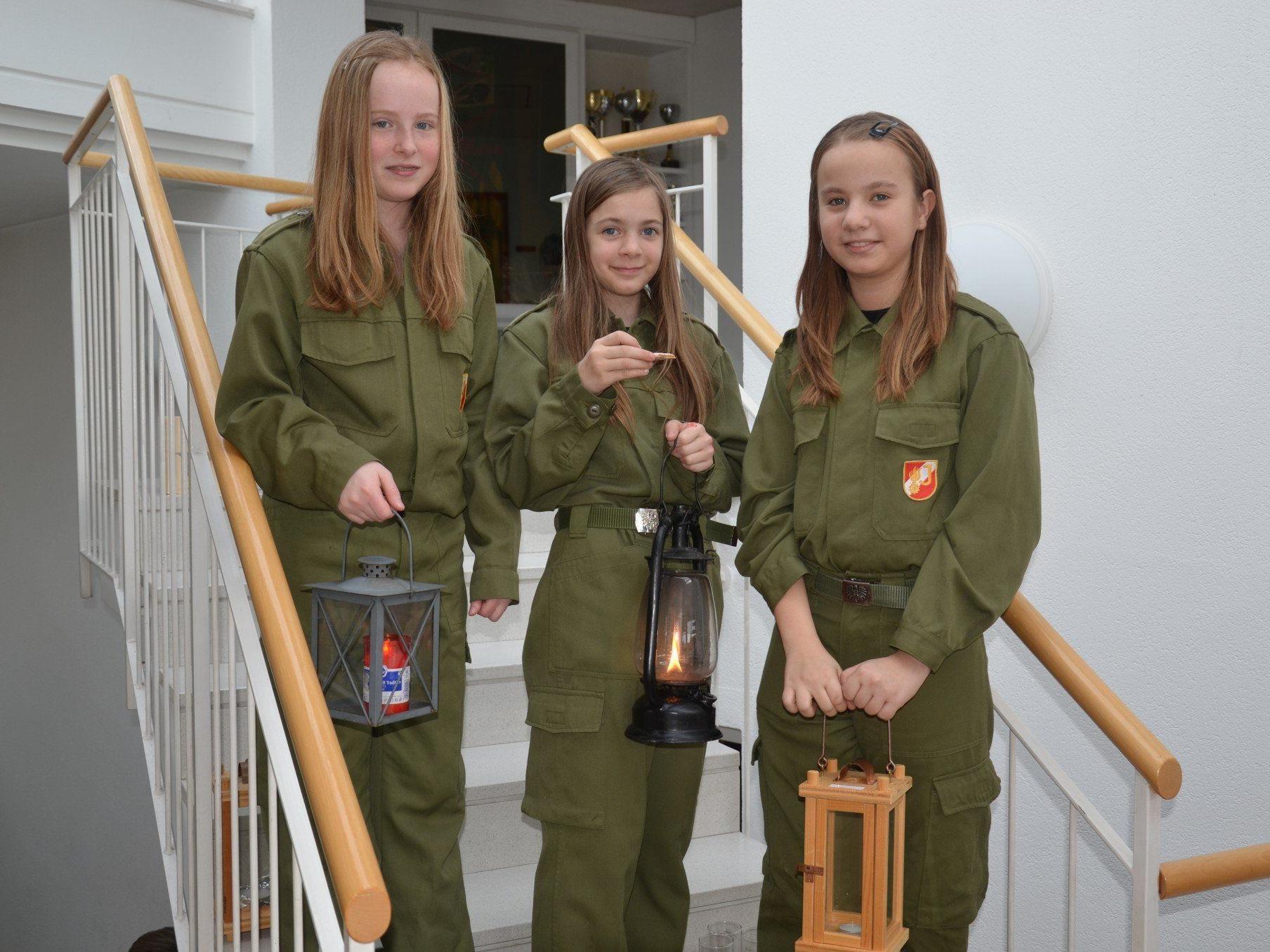 Die Vorderländer Jugend Feuerwehren verteilten das Friedenslicht.