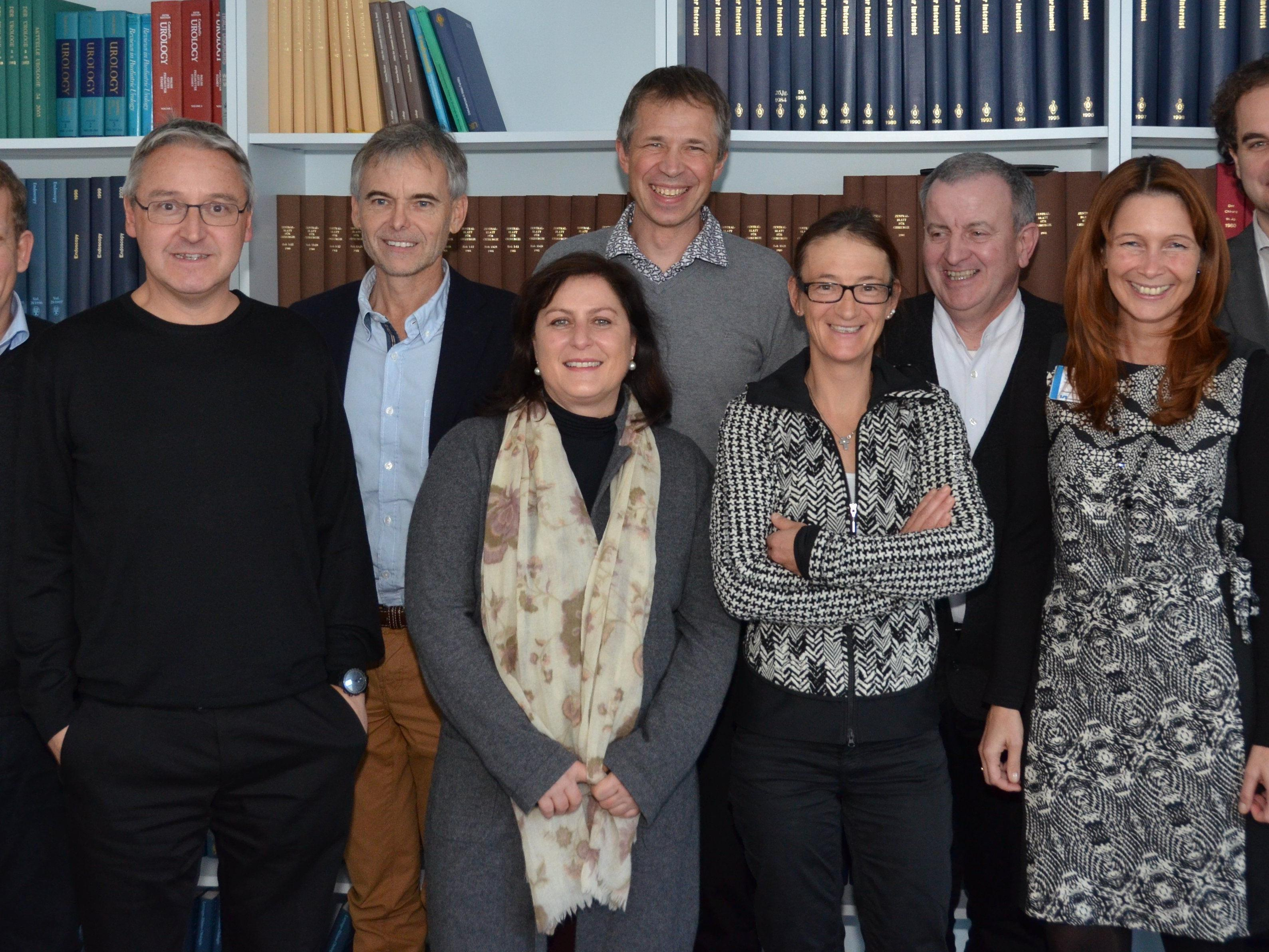 Bild: Vorsitzende und Mitglieder des klinischen Ethikkomitees: DGKP Udo Wernig (Intensiv), Univ. Doz. Prim. Dr. Christian Huemer (Kinder- und Jugendheilkunde), gf. OA Dr. Kurt Schlachter MPH (Kinder- und Jugendheilkunde), OA Dr. Claudia Riedlinger (Anästhesie), FA Dr. Jens-Daniel Sturm (Chirurgie), OA Dr. Ursula Sillaber (Interne), Diakon Johannes Heil (Seelsorge), BScN Sylvia Mattl (Pflegeentwicklung), Dr. Michael Willam (Diözese Feldkirch)