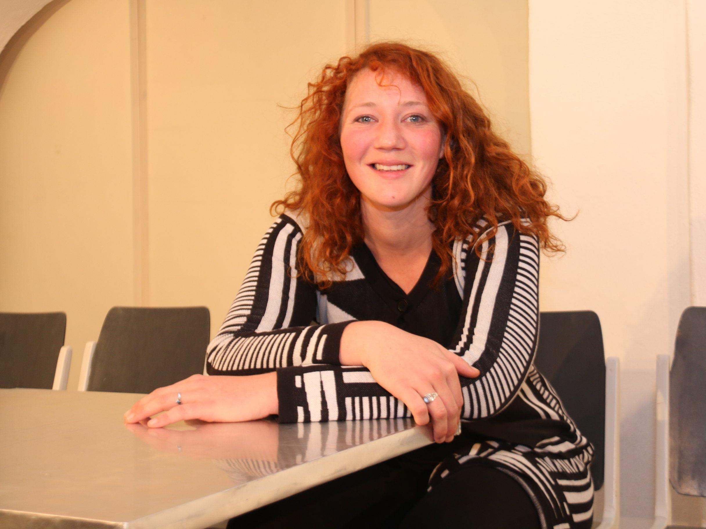 Lisa Suitner im großen Monolog über das diffizile Thema Suizid.