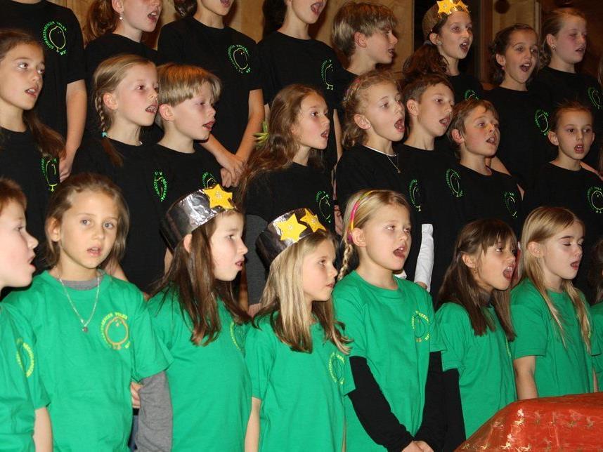 Die kleinen Sängerinnen und Sänger überzeugten ihrem Gesang.