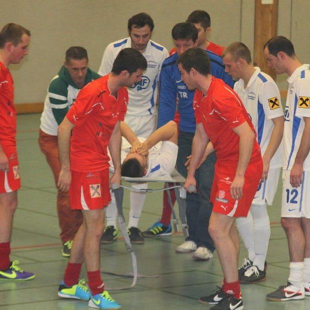 Bremenmahd-Spieler Timo Maderthaner fällt nach seinem Bruch am Steißbein rund zwei Monate aus.