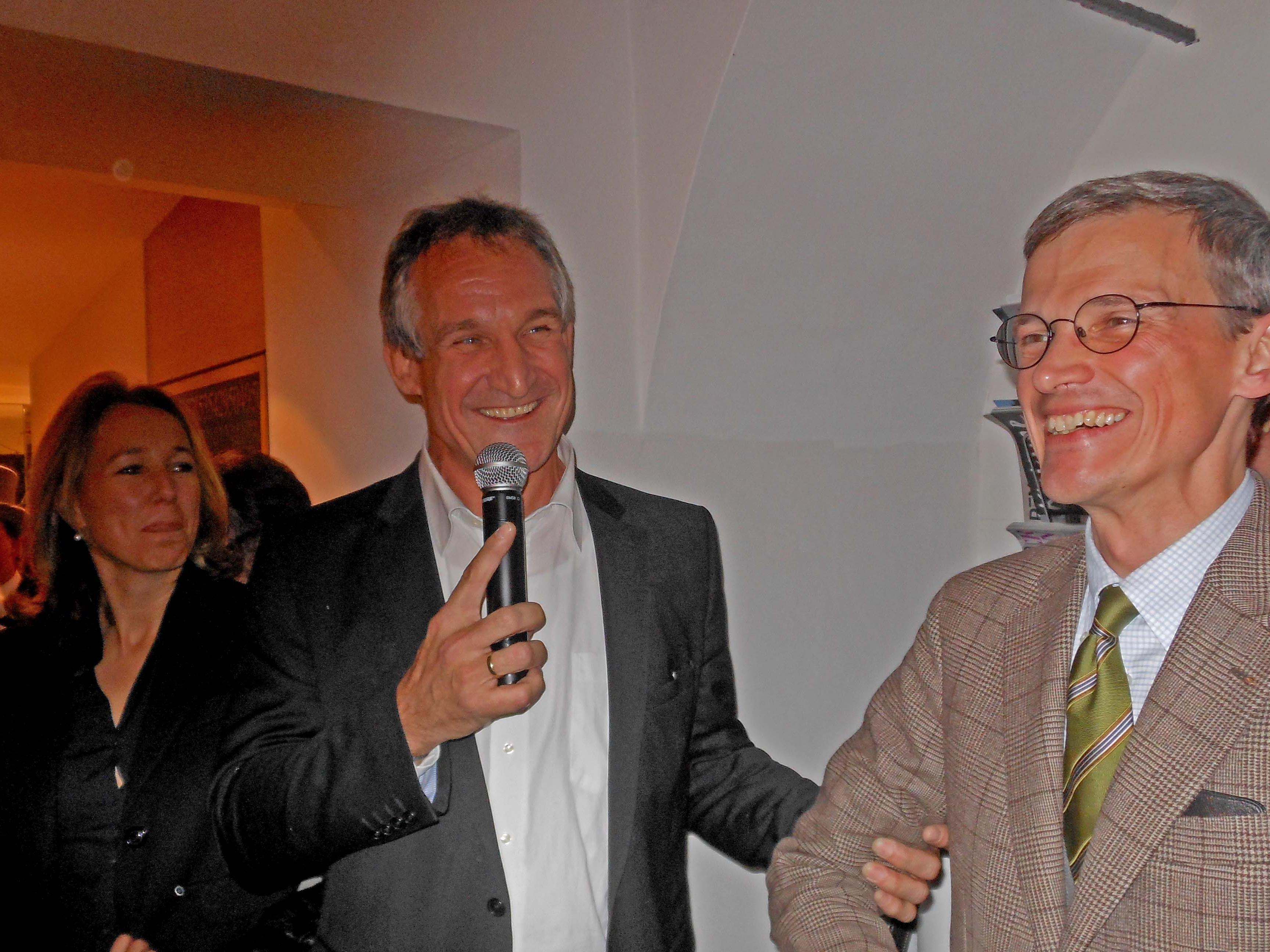 Bürgermeister Markus Linhart mit der Hauptperson, dem Stadtarchivar Thomas Klagian.