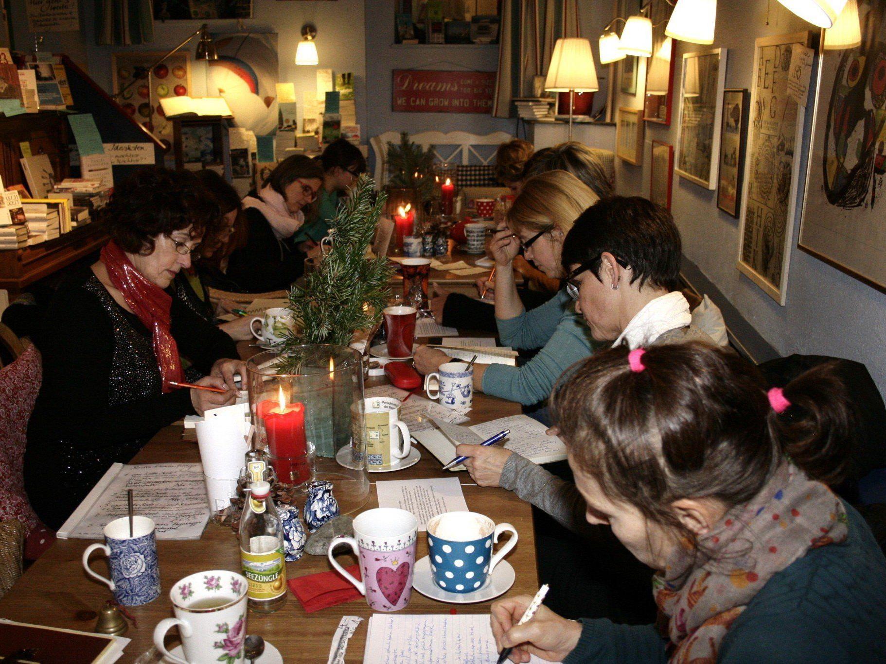 Beliebtes Schreiben im Café.