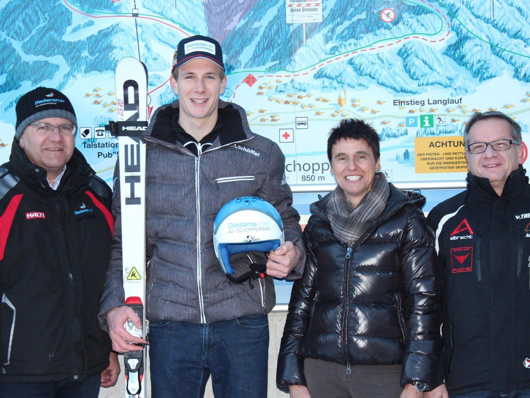 Eugen Nigsch (Bergbahnen Diedamskopf), Martin Bischof, Monika Albrecht (Au-Schoppernau Tourismus) und Claudio Burigo (WSV Au.)