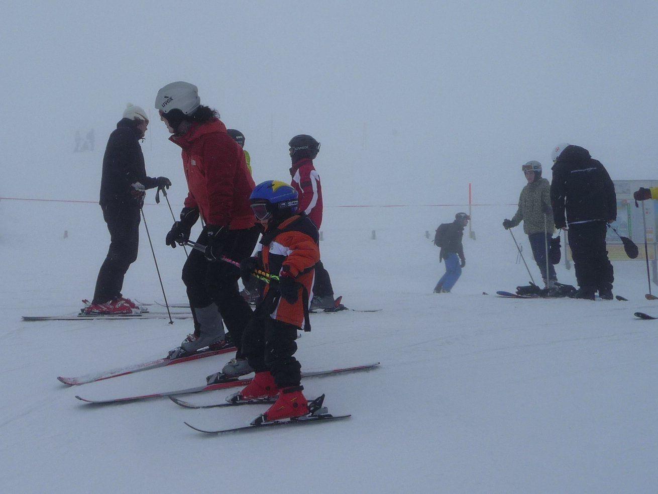 Mit dem Vorarlberger Familienpass ist ein günstiges Schi- oder Langlaufvergnügen für die ganze Familie garantiert.