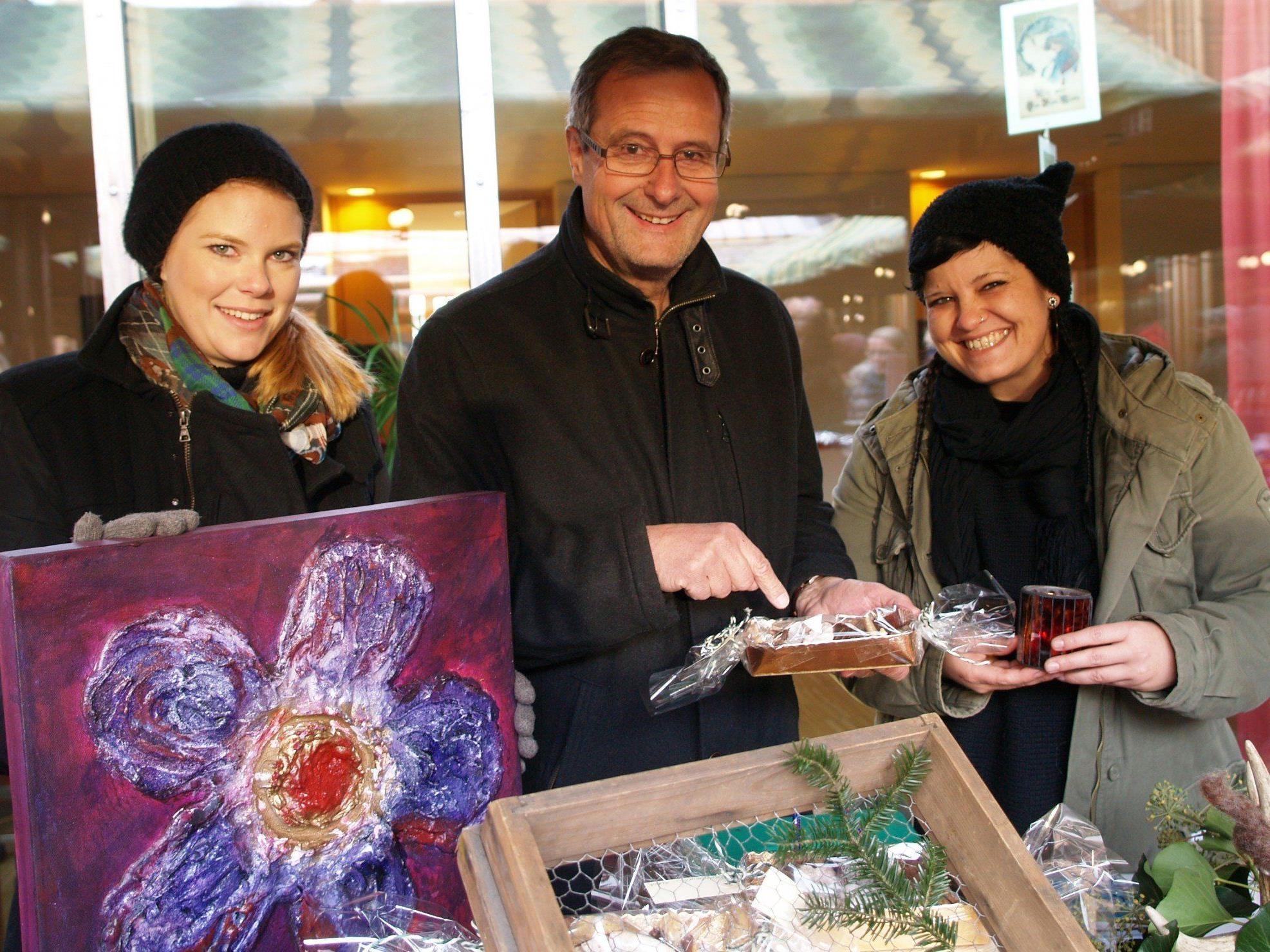 Vorderlandhus Geschäftsführer Hartwig Längle mit Mitarbeiterin Katrin Längle und Nicole Beck von der Offenen Jugendarbeit.