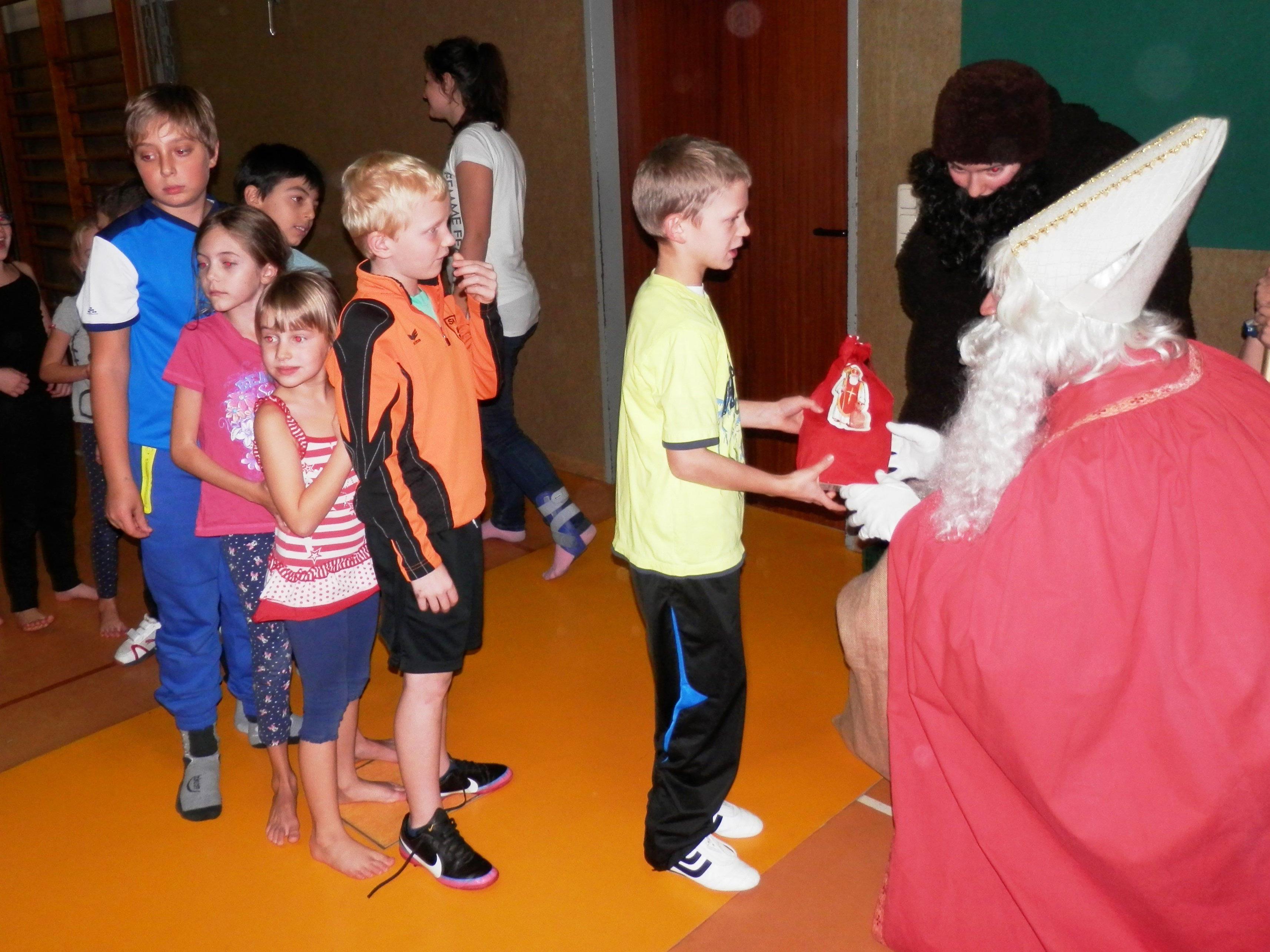 Der Weihnachtsschikurs beginnt jeweils um 10 Uhr auf der Schihütte des SC Bürs.