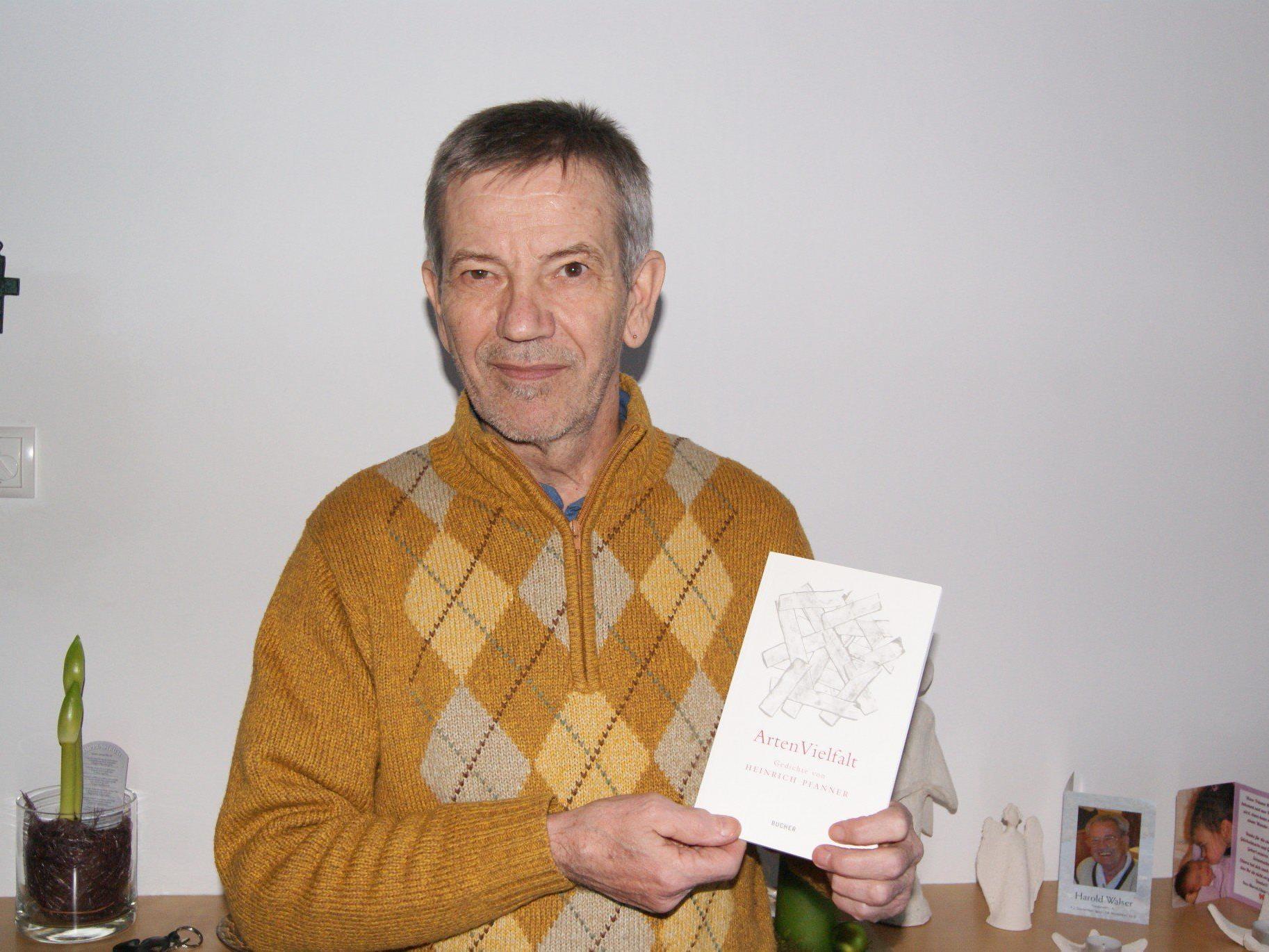 Autor Heinrich Pfanner mit seinem neuesten Werk