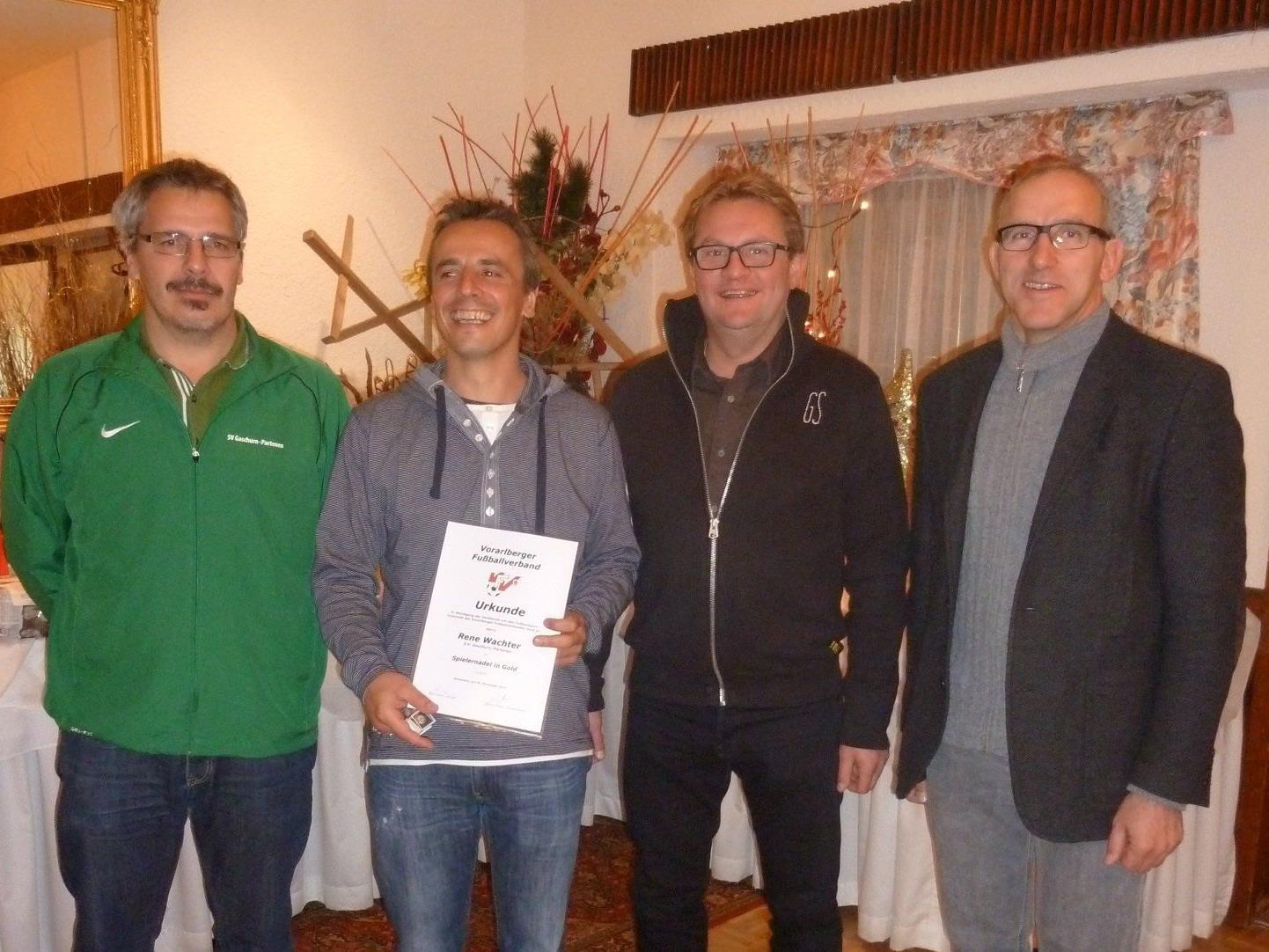 Trainer Rene Wachter wurde mit der Spielernadel in Gold ausgezeichnet.