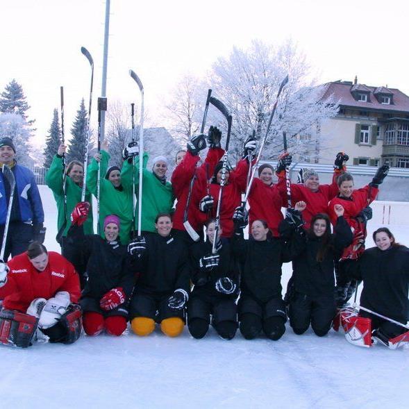 In der Frauenmannschaft des HC Samina Rankweil spielen gleich drei Geschwister-Paare.