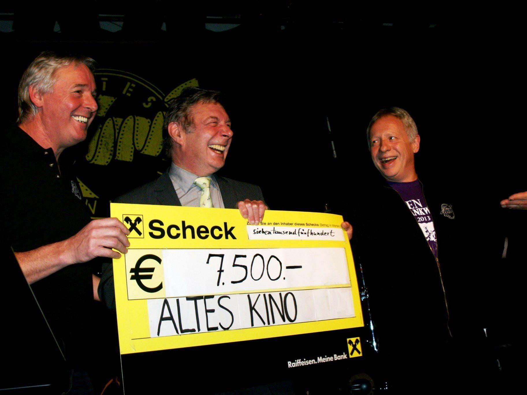Armin Wille, Gebhard Mathis und Christian Kopf - ein Scheck über € 7.500,--