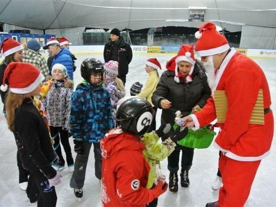 Der Nikolaus beim Eislaufverein Montafon