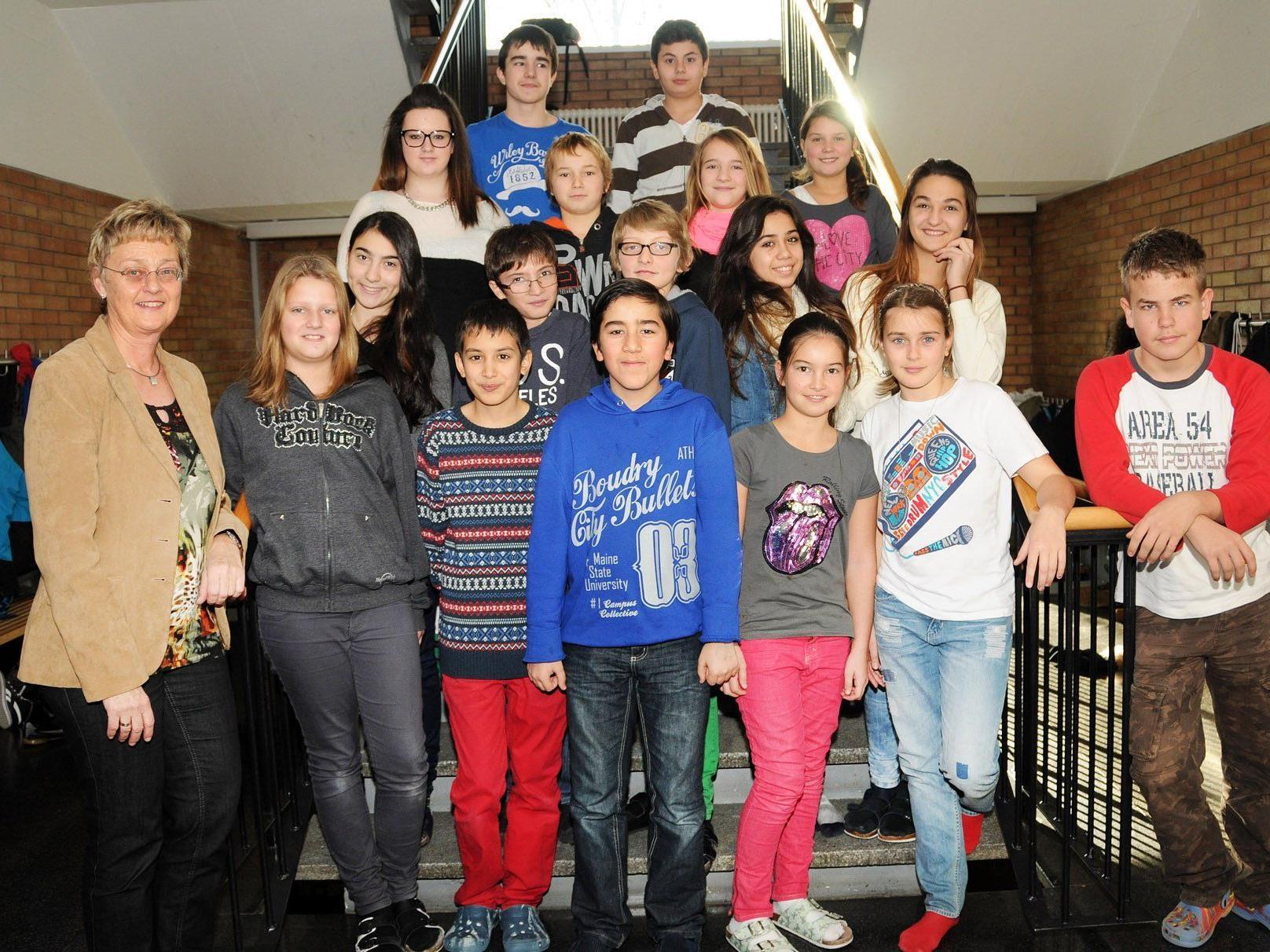 Die 2c der Mittelschule Höchst mit Klassenvorstand Karin Huemer-Winter