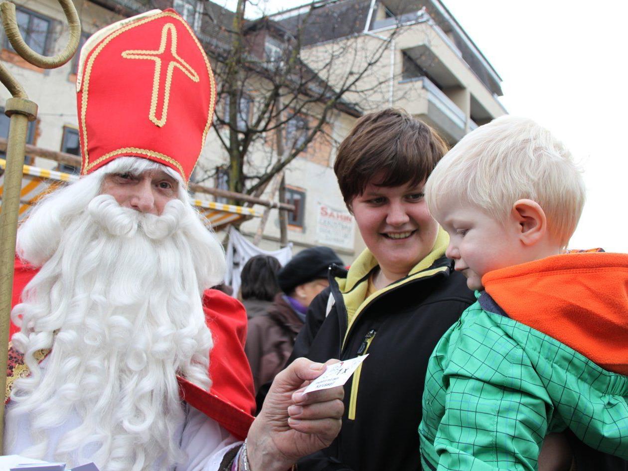 Beim Adventzauber wird der Nikolaus wieder Wünsche entgegennehmen.
