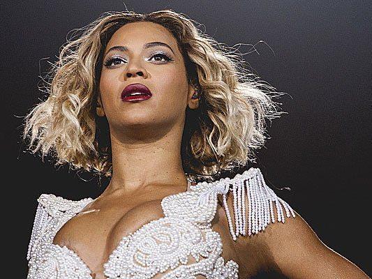 US-Sängerin Beyonce bricht mit ihrem neuen Album auf iTunes alle Rekorde.