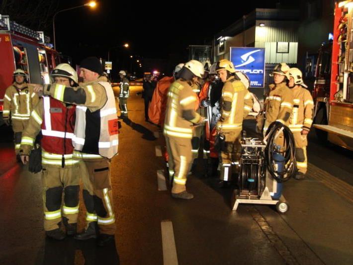 Vier Feuerwehrmänner wurden verletzt