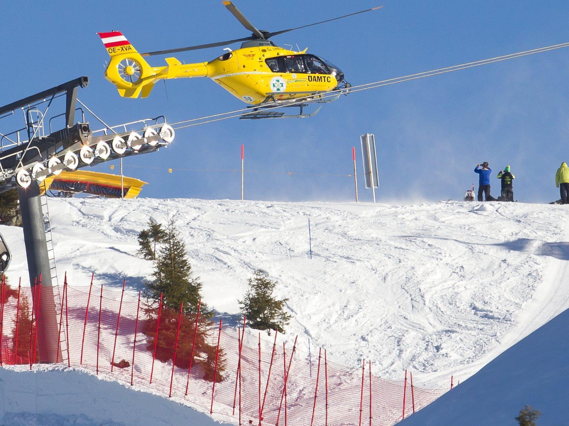 Michael Hämmerle wird nach einem Sturz mit dem Hubschrauber C8 abstransportiert.