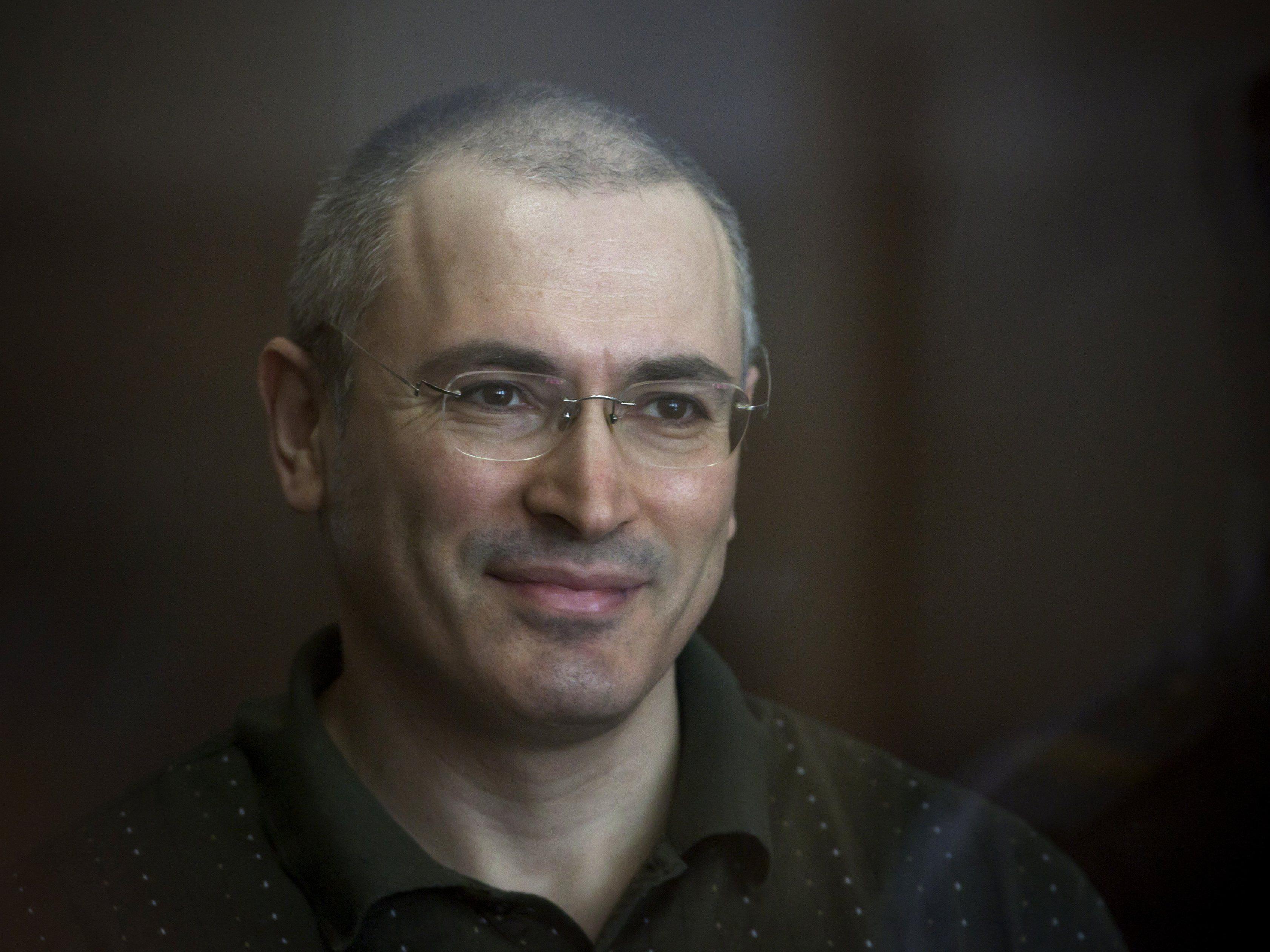 Der russische Kreml-Kritiker Michail Chodorkowski ist nach zehn Jahren Haft wieder in Freiheit.