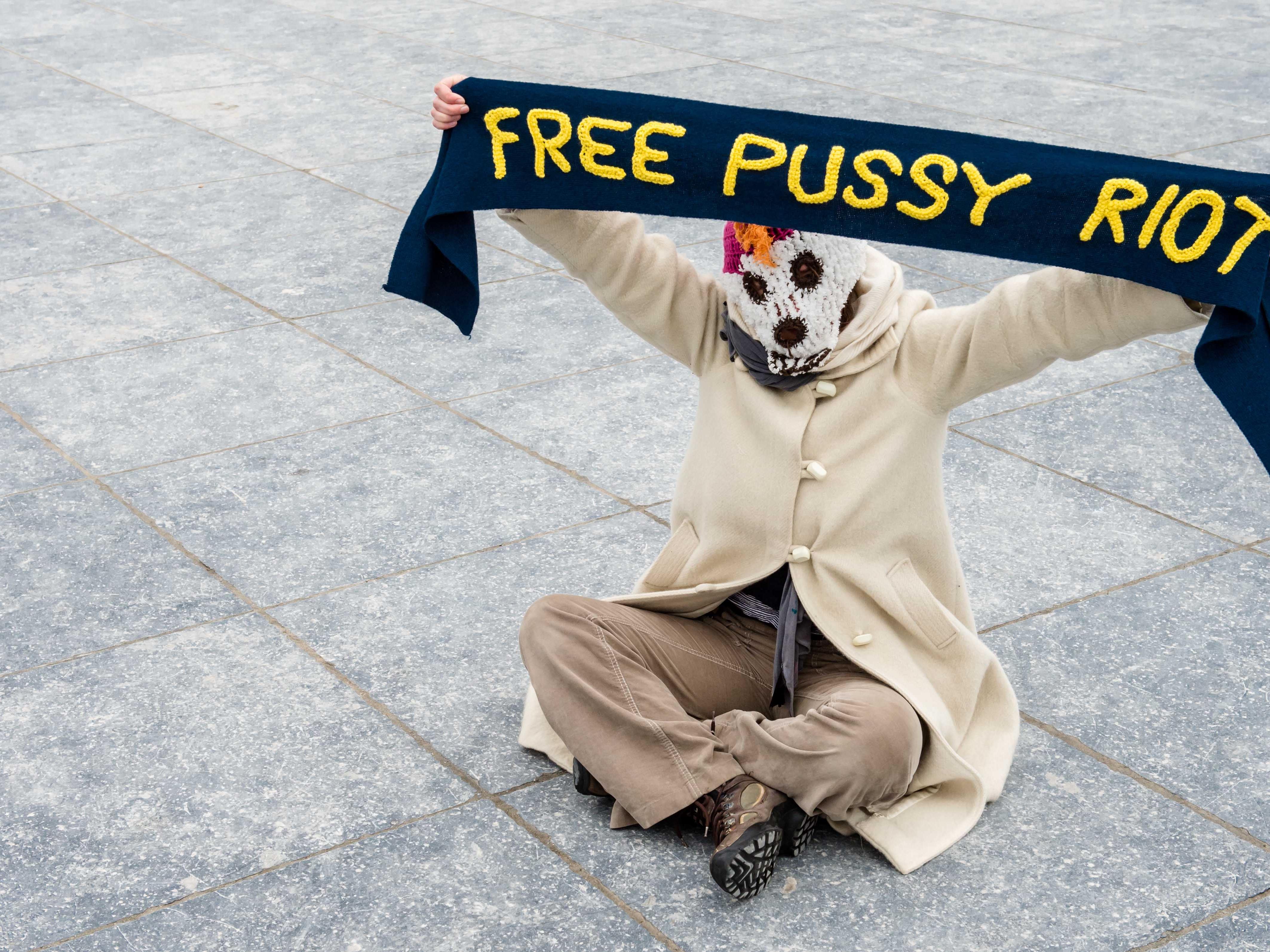 Festnahme der drei Punk-Musikerinnen im März 2012 löste weltweite Proteste aus.
