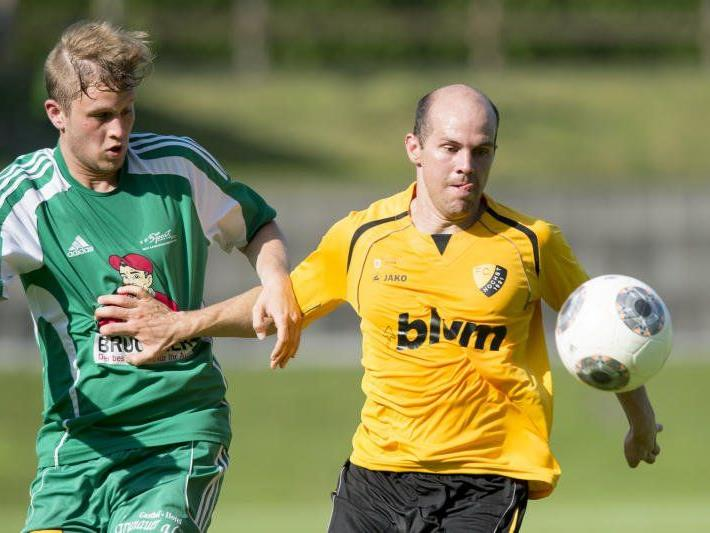 Höchst-Spieler Mathias Mayer hat sich am Arm eine schwere Verletzung zugezogen.