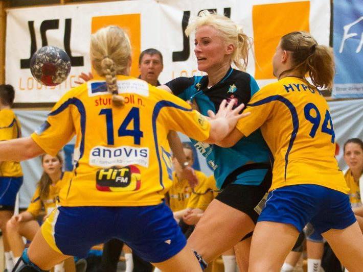 Symbolbild: Feldkirchs Handballdamen verlieren das Derby zuhause gegen Dornbirn mit 21:28.
