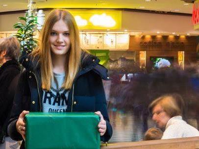 Melissa aus Höchst machte das hektische Treiben im Messepark Dornbirn bei ihrem Weihnachtseinkauf nichts aus.
