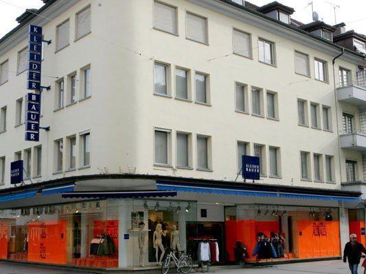 Kleider Bauer-Filiale in Bregenz sperrt zu.