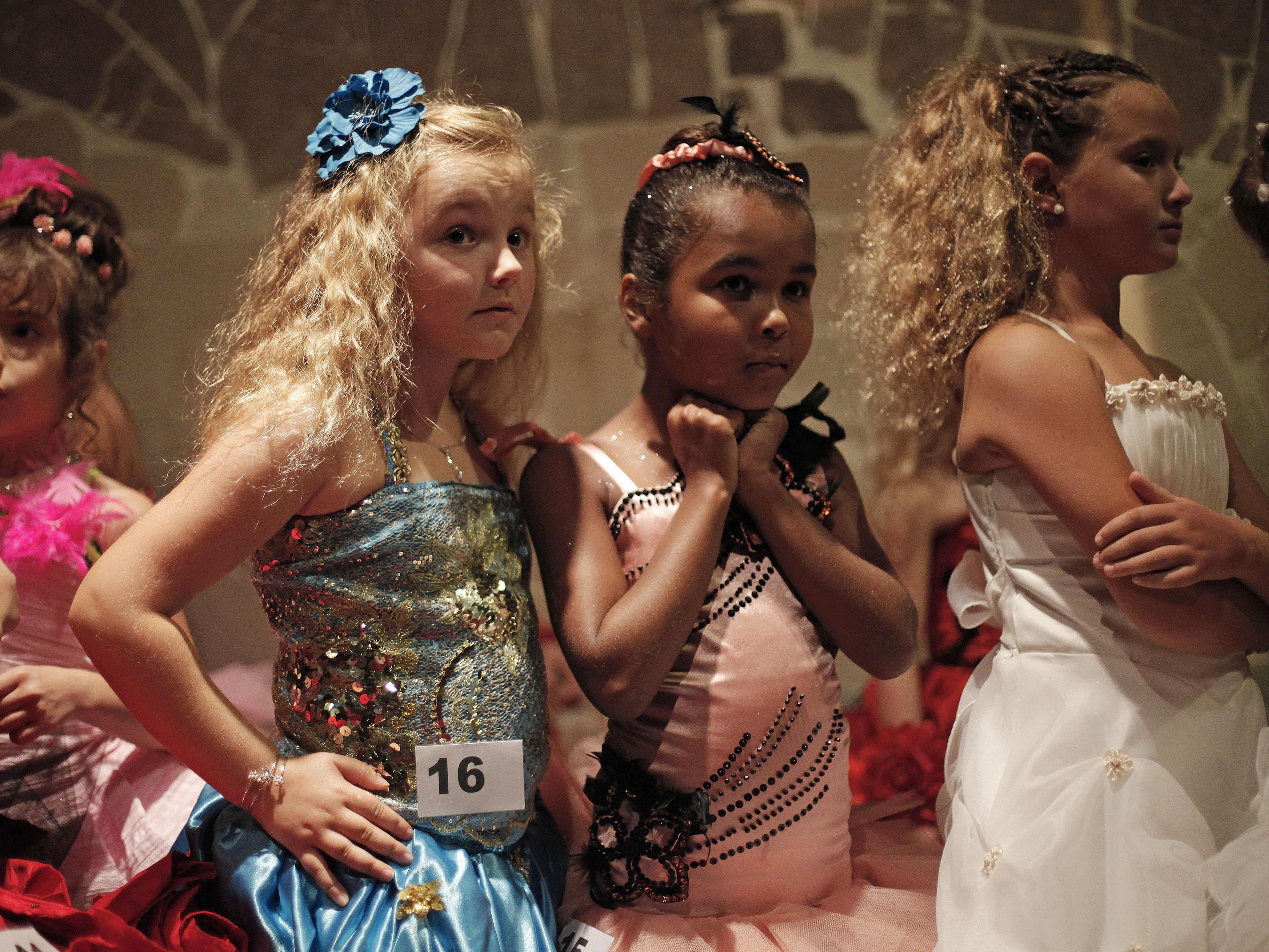 Trotz dem geplanten Verbot von Schönheitswettbewerben für Mädchen, soll am Samstag die Mini-Miss-Wahl in Paris stattfinden.