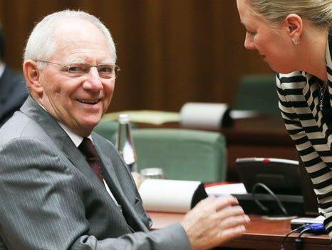 Er tut es selten, aber wenn, dann schiebt Wolfgang Schäuble eine trockene Wuchtel.